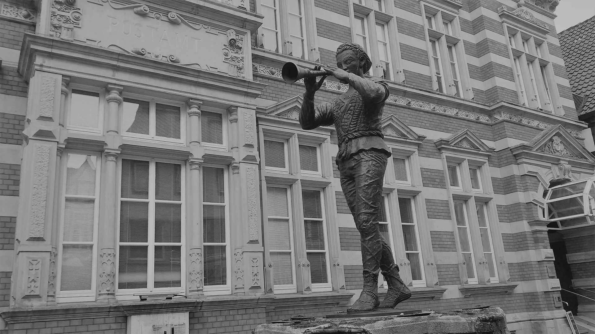 Estatua del Cazador de ratas, en Hamelín. Foto del autor del artículo